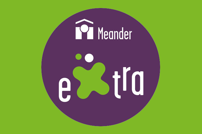 Logo Meander Extra with green background